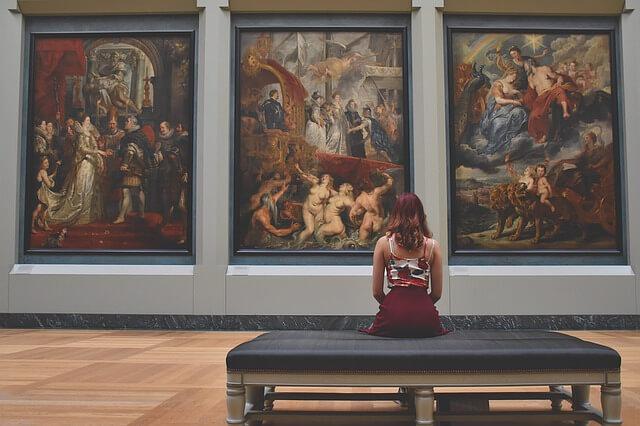 休日美術館
