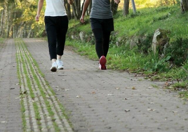 太もも歩き方