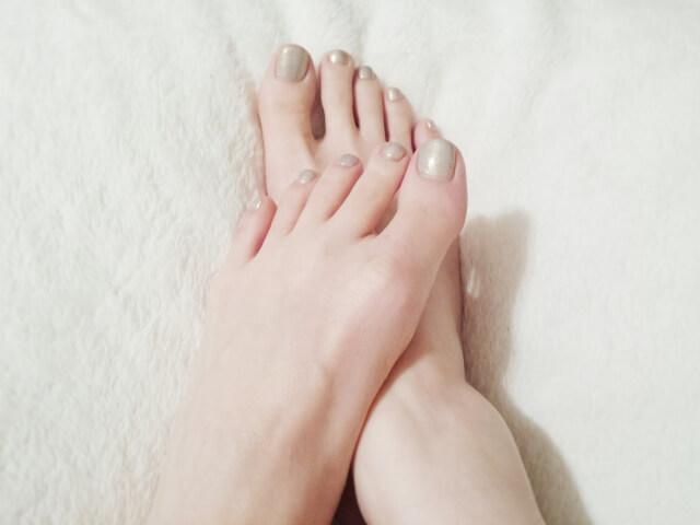 足の爪でこぼこ